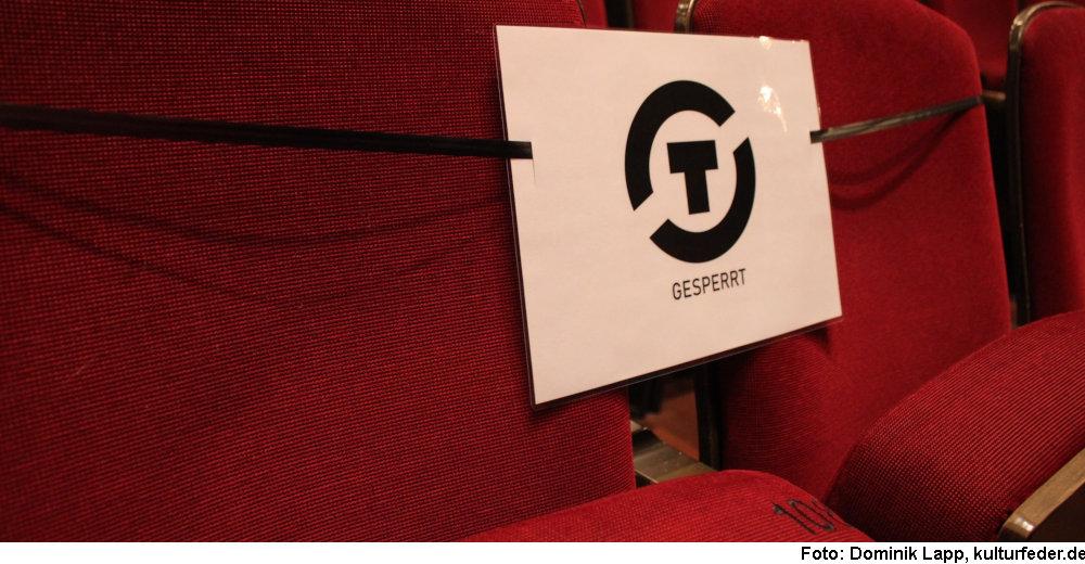 Gesperrte Sitzplätze (Foto: Dominik Lapp)