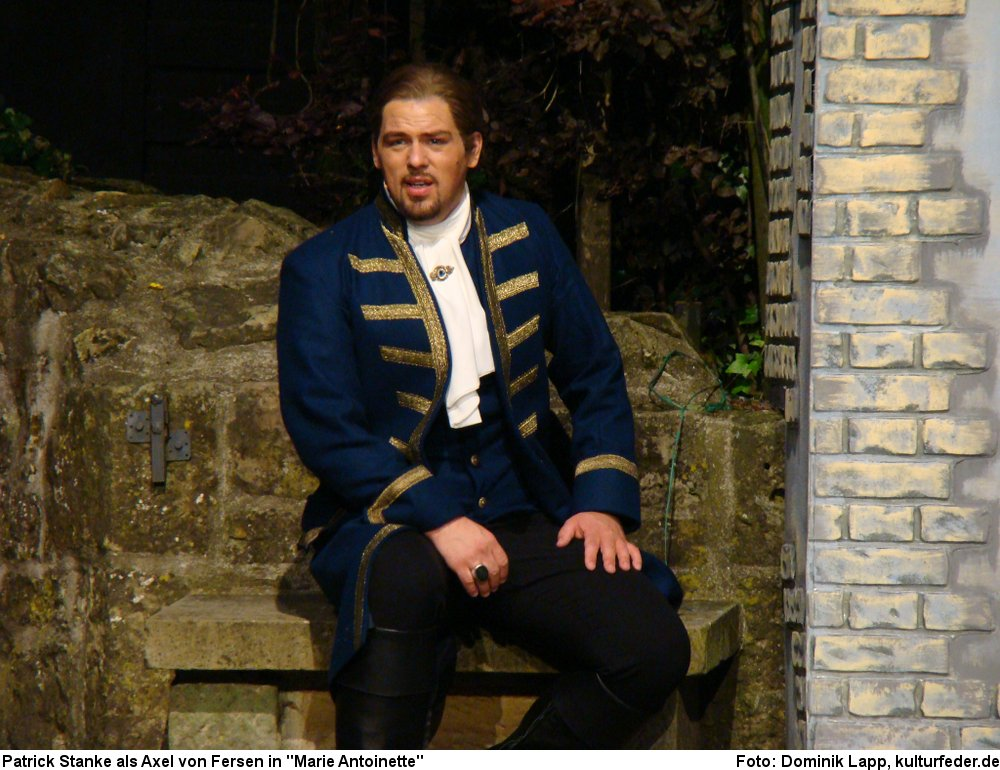 "Patrick Stanke als Axel von Fersen in ""Marie Antoinette"" (Foto: Dominik Lapp)"